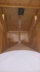 Befüllung einer Lagerbox mit Kalkamonsalpeter
